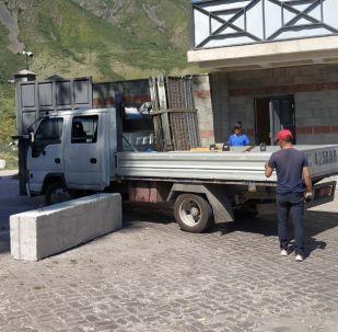Ситуация около дома экс-президента КР Алмазбека Атамбаева в селе Кой-Таш