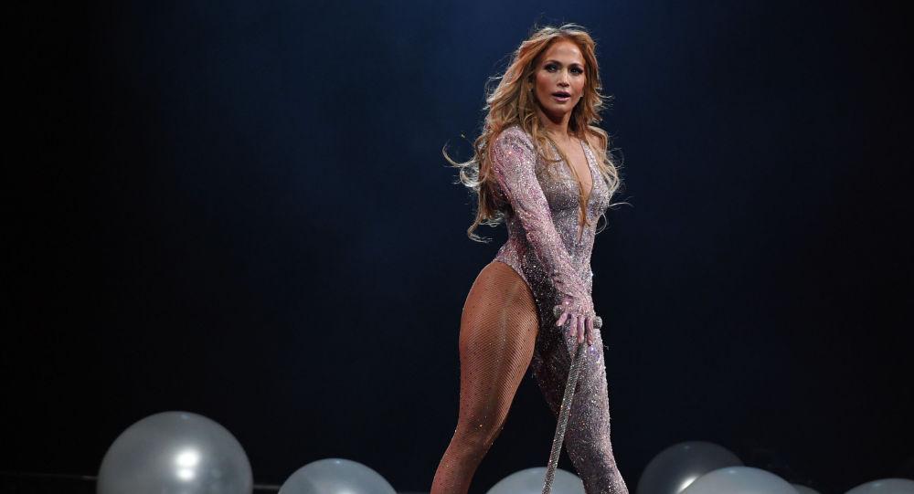 Певица Дженнифер Лопес выступает во время своего турне Это моя вечеринка на T-Mobile Arena в Лас-Вегасе, штат Невада. 15 июня 2019 года