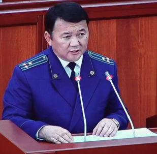 Сегодня Жогорку Кенеша рассматривает вопрос о лишении Алмазбека Атамбаева статуса экс-президента. Sputnik Кыргызстан ведет прямую трансляцию из зала заседаний парламента.