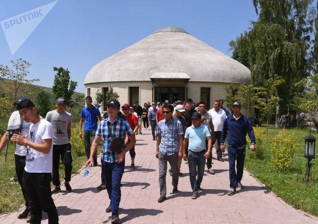 Ситуация около дома экс-президента КР Алмазбека Атамбаева в селе Кой-Таш. 2 день