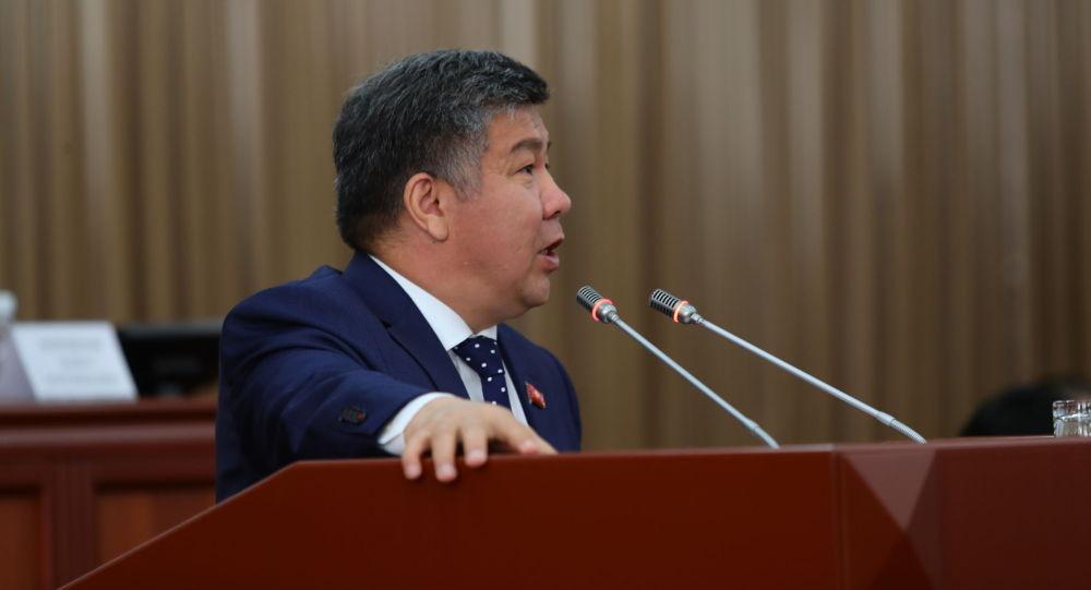 Депутат Жогорку Кенеша Алмамбет Шыкмаматов на заседании. Архивное фото