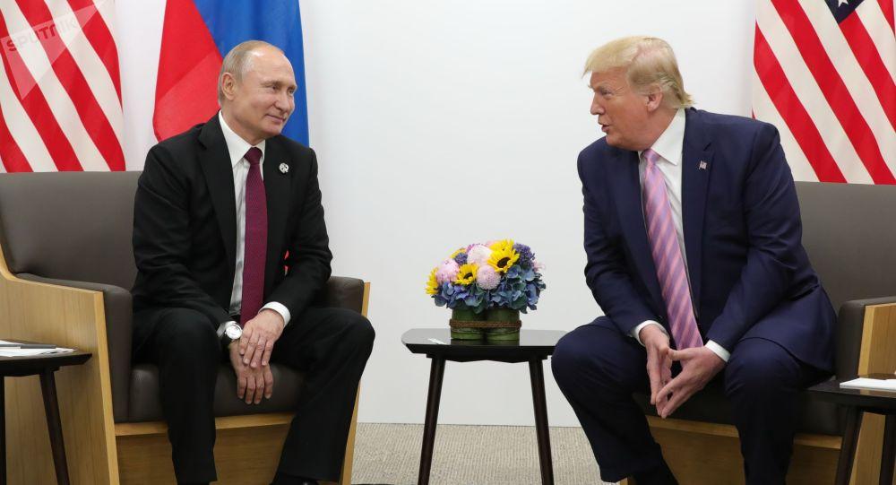 Россиянын жана АКШнын президенттери Владимир Путин жана Дональд Трамп. Архив
