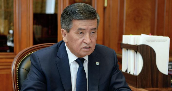 Президент КР Сооронбай Жээнбеков на встрече с премьер-министром Мухаммедкалыем Абылгазиевым