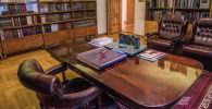 Улуу жазуучу Чыңгыз Айтматовдун Бишкектеги үй-музейи. Архив