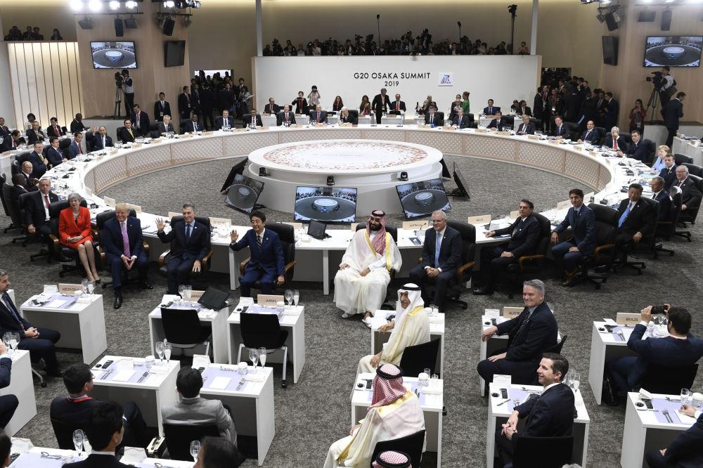 Лидеры G20 фотографируются перед началом обеда