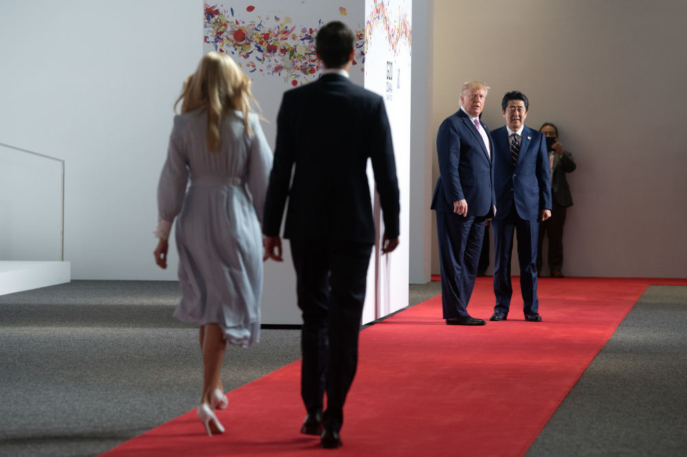 На саммите также присутствовали дочь и советник президента США Иванка Трамп и ее муж, старший советник Джаред Кушнер