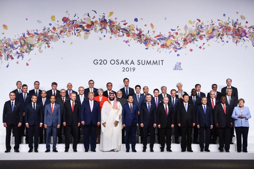 Совместное фото лидеров стран на саммите Большой двадцатки в Осаке