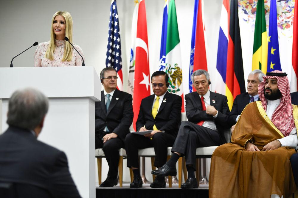 Иванка Трамп выступает с речью на мероприятии, посвященном расширению прав и возможностей женщин, в рамках саммита G20