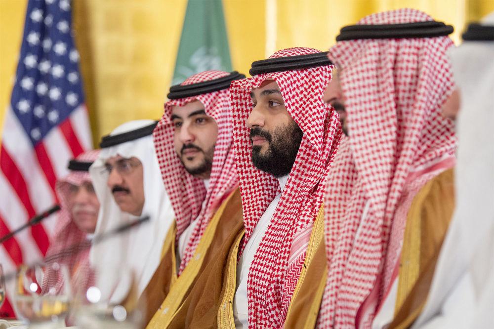Наследный принц Саудовской Аравии Мухаммед бин Салман и его брат, заместитель министра обороны принц Халид бин Салман