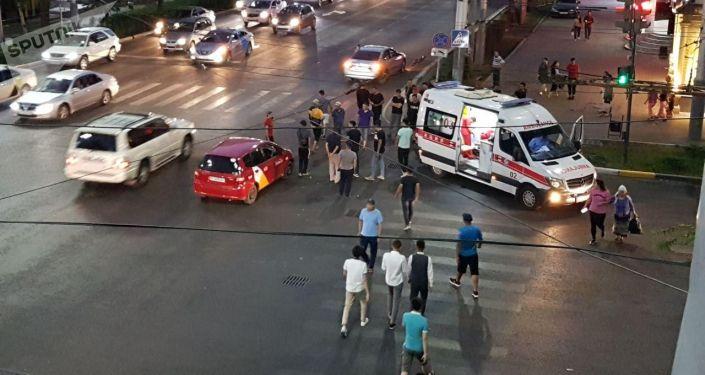 На пересечении проспекта Манаса и улицы Киевской сбили пешехода. 30 июня 2019 года
