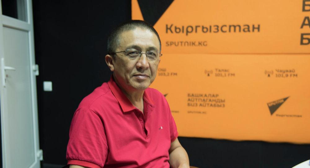 Cаясий илимдеринин кандидаты, журналист Бакыт Орунбеков