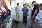 Бүгүн, 2-июлда, Ош шаарынын башчысы Таалайбек Сарыбашов таңкы саат 05:30дан баштап шаардагы Курманжан датка көчөсүн кыдырып чыкты