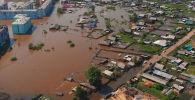 Министерство обороны РФ опубликовало видео последствий масштабного наводнения в Иркутской области, снятых с дрона.