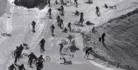 На YouTube-канале chabertonvideo опубликовано видео в котором, скоростной спуск 700 велосипедистов во французских Альпах обернулся массовым падением.