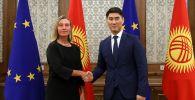 Министр иностранных дел КР Чингиз Айдарбеков во время встречи верховным представителем ЕС по иностранным делам и политике безопасности Федерикой Могерини в Бишкеке