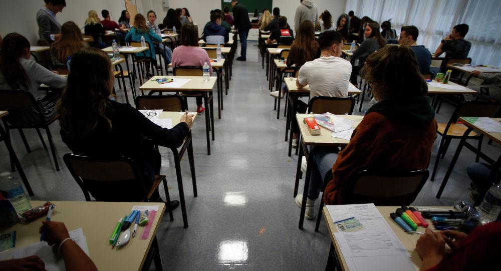 Тестирование для школьников. Архивное фото