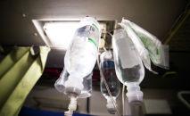 Капельница в палате больницы. Архивное фото