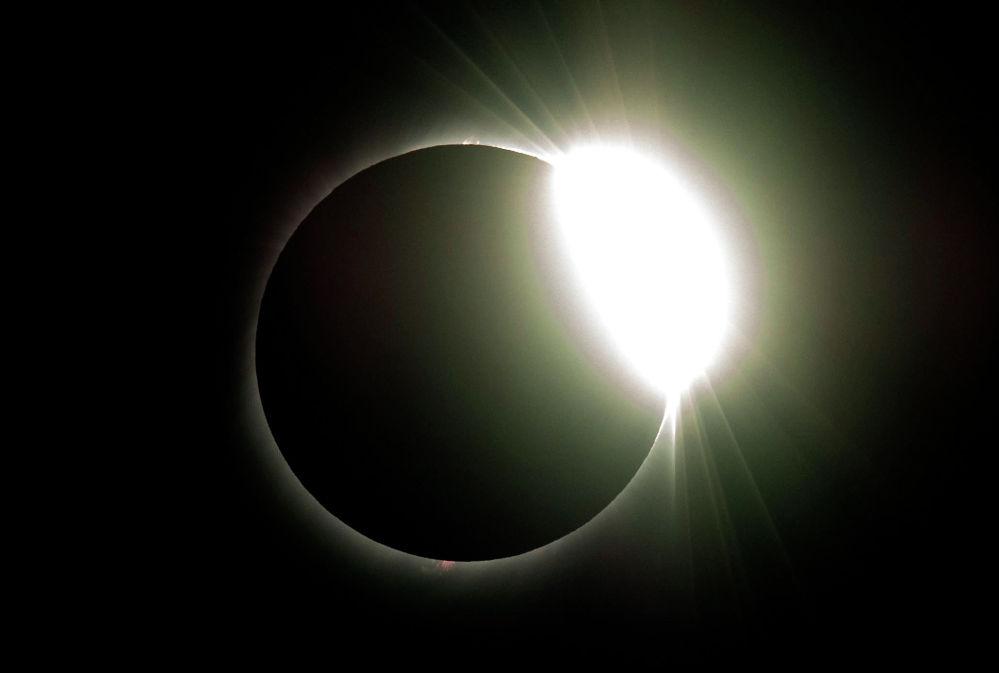 Полное солнечное затмение, которое можно было наблюдать второго июля в странах Латинской Америки.