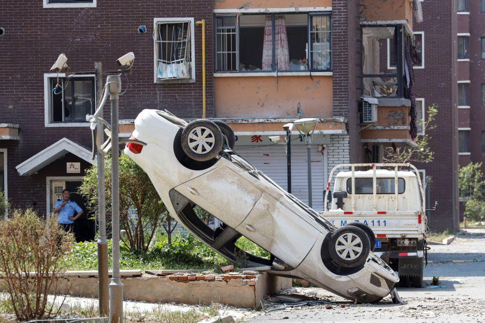 Поврежденный автомобиль в Кайюане. В северо-восточной провинции Китая Ляонин, обрушился торнадо. 4 июля 2019 года