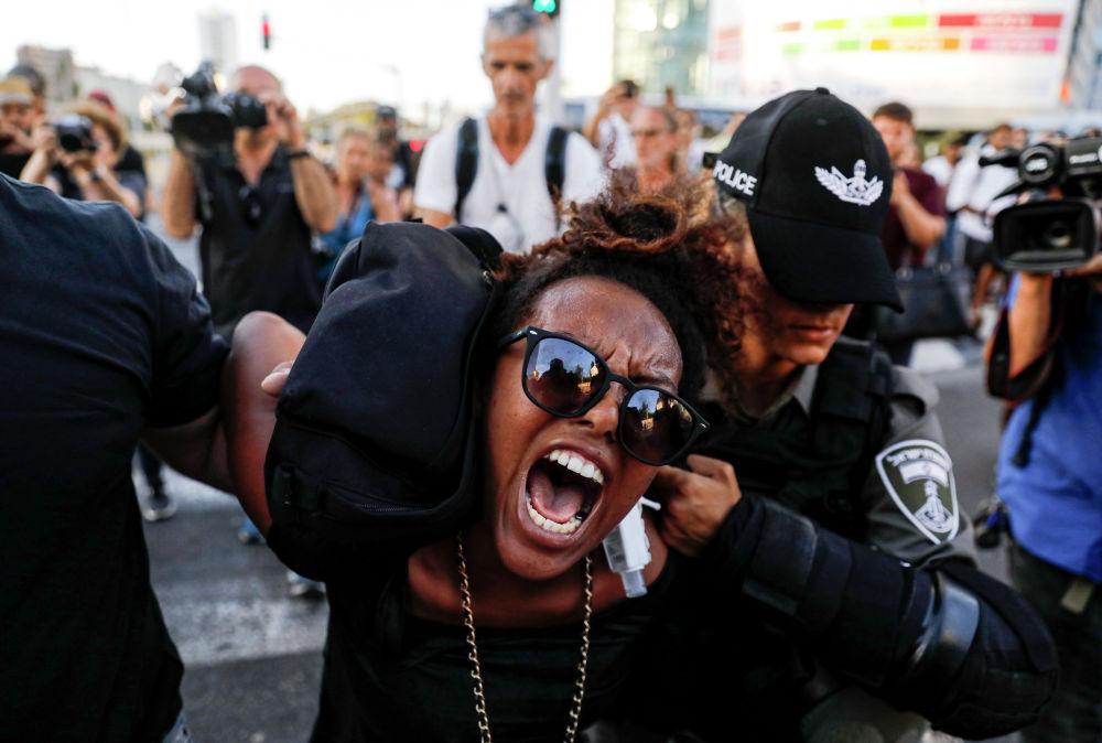 Задержание протестующих во время демонстрации в Тель-Авиве