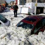 Мексиканский город Гвадалахара оказался покрыт метровым слоем льда после сильного града