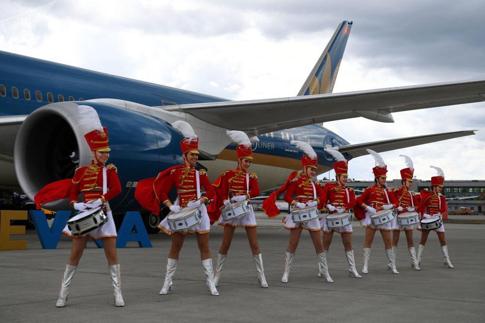 Торжественная встреча самолета авиакомпании Vietnam Airlines в Международном аэропорту Шереметьево. Авиакомпания Vietnam Airlines запустила рейсы по маршруту Ханой-Москва-Ханой.