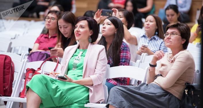 Зрители на третьем PR-форуме Центральной Азии в Бишкеке