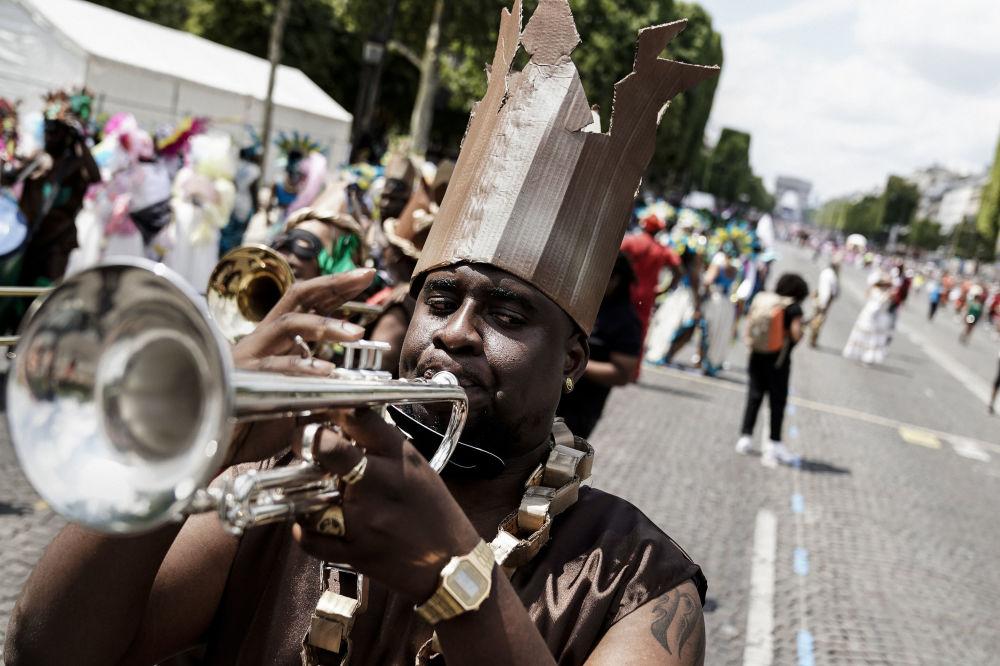 Карнавал пришелся по душе парижанам и теперь проходит каждый год