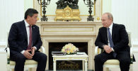 Президенты двух стран поговорили сверили часы по ходу реализации договоренностей, достигнутых по итогам государственного визита Путина в Кыргызстан.