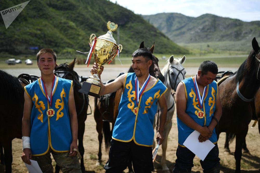 Чемпионаттын соңунда жергиликтүү Онгудай командасы жеңишке жетип, биринчи орунга ээ болду.