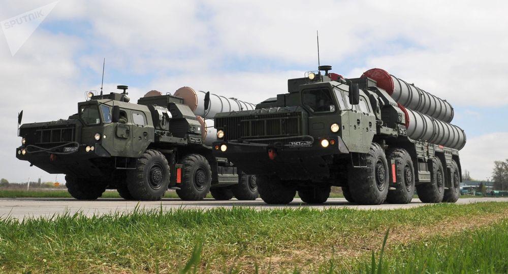 Зенитные ракетные комплексы C-400. Архивное фото