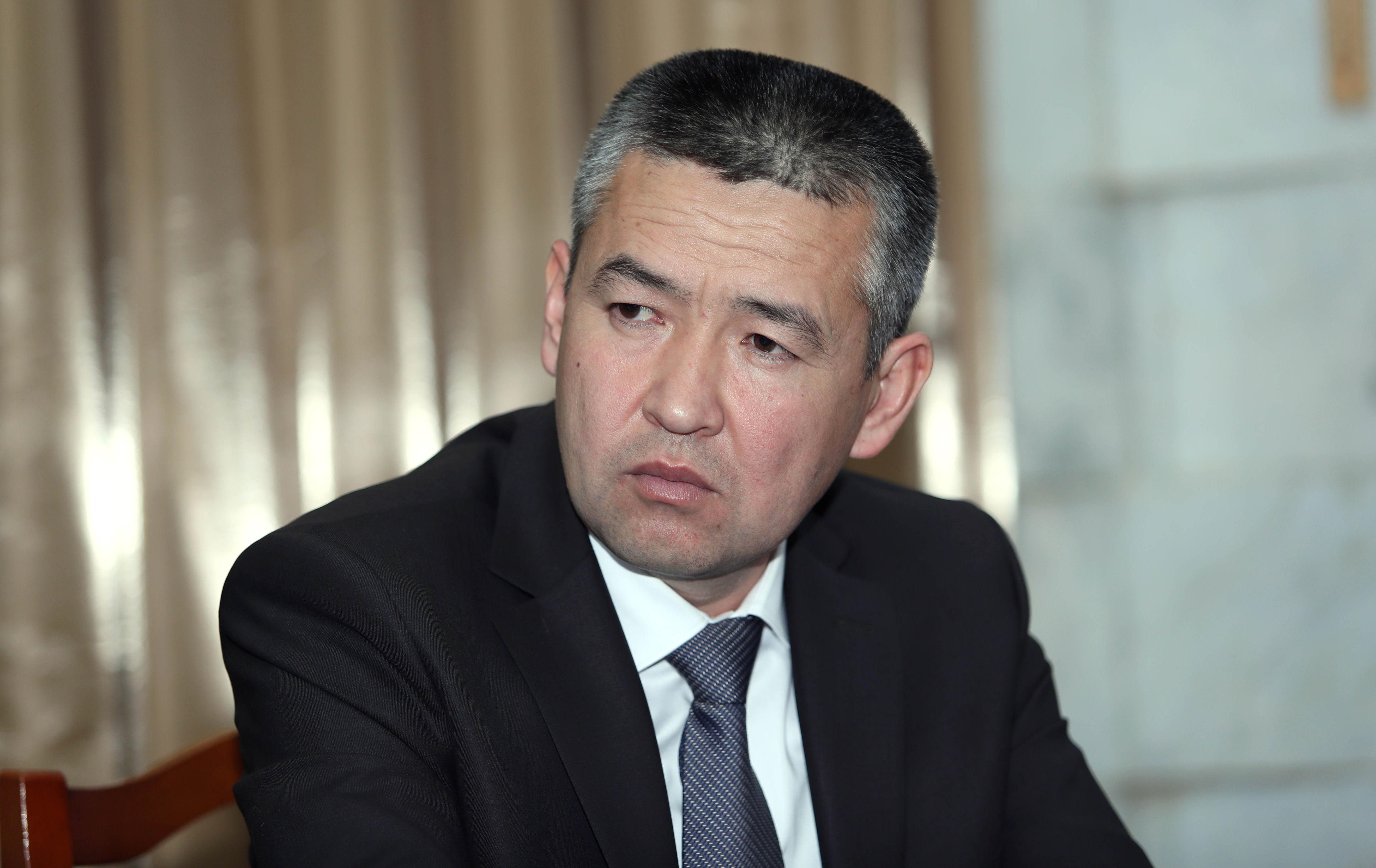 Министр чрезвычайных ситуаций КР Нурболот Мирзахмедов во время рассмотрения в Жогорку Кенеше
