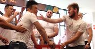 Борбор калаадагы соода борборлордун биринде Шапалак баатыр турнири болуп өткөндүгүн уюштуруучулардын бири Ринат Усупбаев билдирди