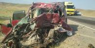 Последствия ДТП в селе Чон-Кара, где погиб водитель легкового автомобиля