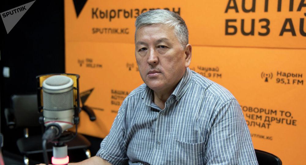 Жазуучу, сценарист Төлөнбай Жолдошов. Архив
