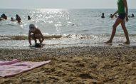Дети на пляже. Архивное фото