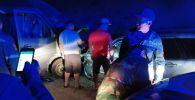 В Джалал-Абадской области на 291-м километре трассы Бишкек — Ош столкнулись микроавтобус Mercedes-Benz Sprinter и легковой Mercedes-Benz. 19 июля 2019 года