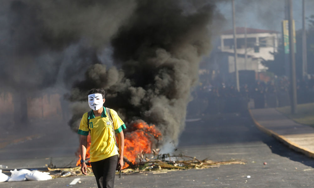 Протесты в бразильском городе Фортазеле