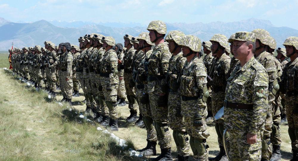 Кыргызстандын аскери. Архивдик сүрөт