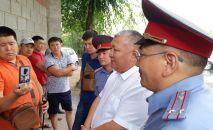 Заместитель главы министра внутренних дел Мирлан Каниметов прибыл в село Кой-Таш к дому бывшего президента Алмазбека Атамбаева