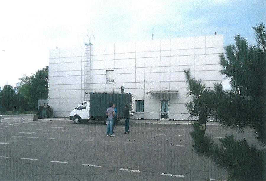 Здание тюрьмы на территории аэропорта в Мариуполе