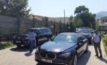 Экс-президент Алмазбек Атамбаев выехал из дома в селе Кой-Таш в сторону авиабазы ОДКБ в Канте