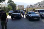 Бывший президент КР Алмазбек Атамбаев выехал из дома в селе Кой-Таш в сторону авиабазы ОДКБ Кант — оттуда он улетит в Россию.