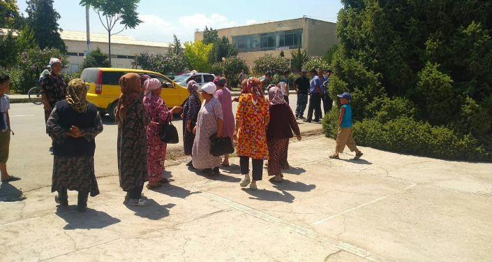 Митинг жителей села Ак-Сай баткенской области с требованием в скорейшем времени решить конфликт на кыргызско-таджикской границе