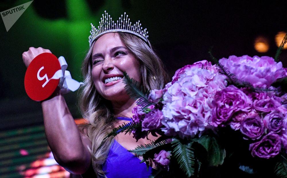 Победительница конкурса красоты Miss MAXIM 2019 Виктория Цуранова на церемонии награждения в ночном клубе Soho Rooms