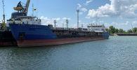 Российский танкер, ныне называемый Nika Spirit и бывший Neyma, который был задержан украинской службой безопасности в порту Измаил. Украина, 25 июля 2019 года