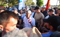 Алмазбек Атамбаевдин Москвадан келүүсү. Архивдик сүрөт