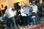 Өзбекстанда өткөн үлпөт тойлор интернетте чоң талкууларды жаратып келет. Бул жолу жергиликтүү музыкант Жахонгир Отажоновдун үстүнөн жааган акча көпчүлүктүн оозун ачырды.