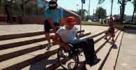 Проблемы с ногами у Дастана Алымбекова обнаружили еще в детстве. Когда он повзрослел, родители приобрели инвалидную коляску, чтобы сын мог самостоятельно передвигаться по городу.