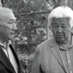 Режиссёр Мелис Убукеев менен жазуучу Түгөлбай Сыдыкбеков